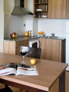 Una cocina o zona de cocina en SG Costa Barcelona Apartments