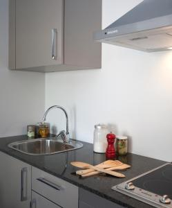 Una cocina o zona de cocina en SG Marina 54 Apartments