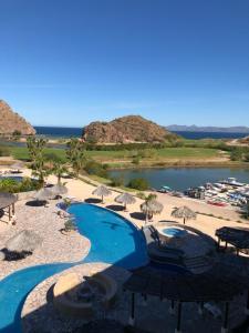 Vista de la piscina de Marina Punta Nopolo o alrededores