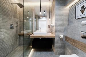 A bathroom at Bed&Bath Boulevard Apartments