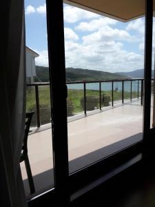 Un balcón o terraza de Apartamentos Turísticos Playa de Osmo