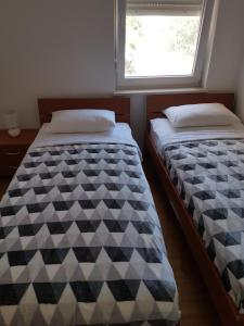 Postel nebo postele na pokoji v ubytování Apartment Novalja 4+2