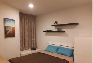 A seating area at Acqua Apartment