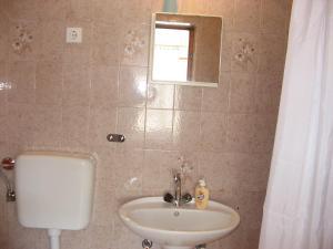 A bathroom at Apartmani Milka