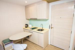 A kitchen or kitchenette at Seven Seas Resort Pattaya