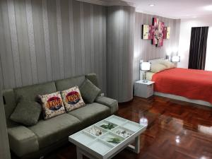 Гостиная зона в Sky Beach Apartment