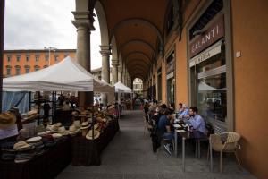 A restaurant or other place to eat at Duccio's apartments