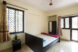 A bed or beds in a room at Lake Villa