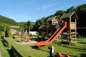 Ein Kinderspielbereich in der Unterkunft Chalet Espérance