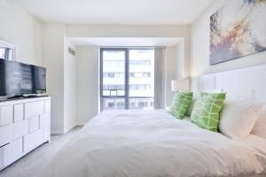 A bed or beds in a room at Global Luxury Suites at West End