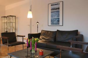 A seating area at Premium Apartment Universities/Arts District