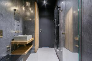 A bathroom at Penthouse 197