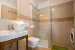 A bathroom at Apartment Navis