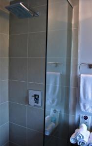 A bathroom at Simply Luxury Stays