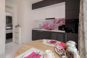 Kuchyň nebo kuchyňský kout v ubytování Apartment Flawless