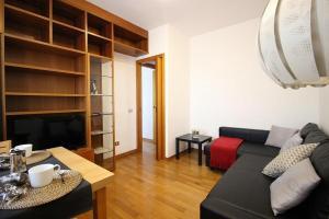 A seating area at Apartament Monte Mario