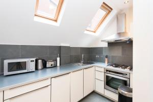 A kitchen or kitchenette at Stay Inn St. Paul's