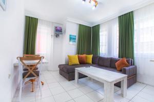 Svetainės erdvė apgyvendinimo įstaigoje Bayram Apart Hotel