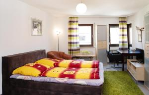 A bed or beds in a room at 2-Room Apartment Rennweg