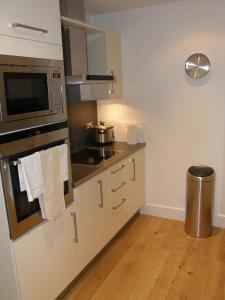 A kitchen or kitchenette at Your Space Apartments – Hamiltons