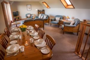 A restaurant or other place to eat at Carden Holiday Cottages