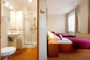 A bathroom at Mały Kraków Aparthotel