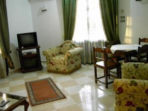 Ein Sitzbereich in der Unterkunft Nile Dream Apartments House