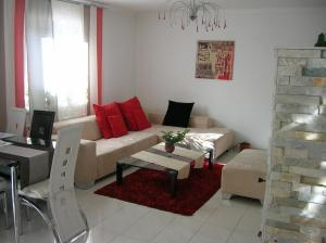 A seating area at Appartement Fortuna