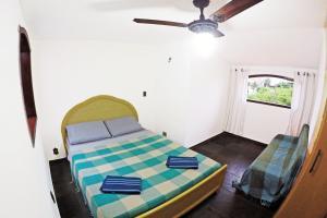 Een bed of bedden in een kamer bij Duplex Rústico perto da Praia