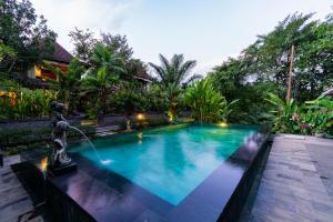 The swimming pool at or close to Sari Bamboo Villas