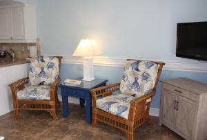 A seating area at Jupiter Reef Club Resort