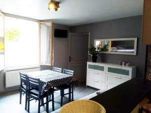 Cuisine ou kitchenette dans l'établissement Les Studios proche du Mont Ventoux