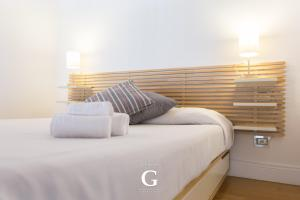 A bed or beds in a room at Residenza Gonfalone
