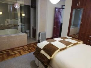 A bed or beds in a room at Mirador Apart Hotel Cusco