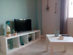 Uma televisão e/ou sistema de entretenimento em Apartamento Ocean Dreams