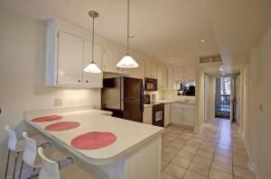 A kitchen or kitchenette at 710-B East Arctic Condo