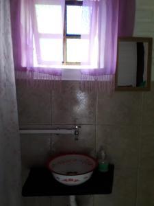 Um banheiro em Chalés Picharro