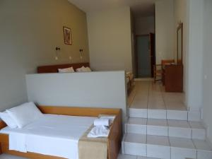A bed or beds in a room at Bayside Hotel Katsaras