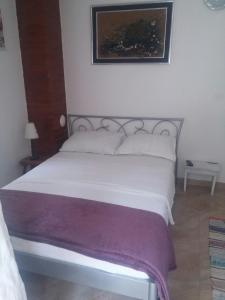 A bed or beds in a room at Mali Mate Apartments