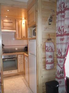 A kitchen or kitchenette at La Grange N° 27 - Bât. 6