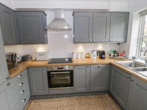A kitchen or kitchenette at 28 Clementhorpe, York