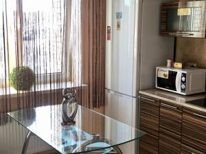 A kitchen or kitchenette at Lenskaya apartment
