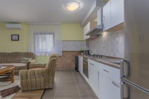 Kuhinja oz. manjša kuhinja v nastanitvi Lukenda