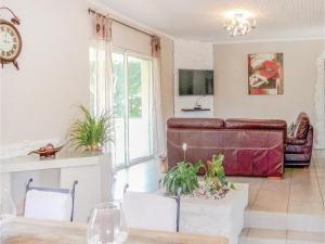 Hall ou réception de l'établissement Four-Bedroom Holiday Home in Villeneuve Sur Lot