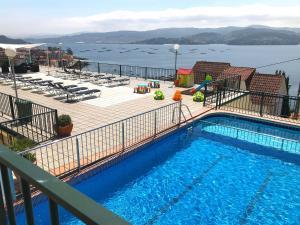 Výhľad na bazén v ubytovaní Apartamentos Park Raxo alebo v jeho blízkosti