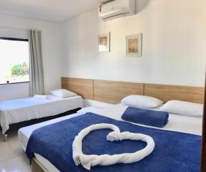 A bed or beds in a room at Maragogi Praia Flats