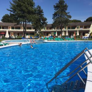 Bazén v ubytování Bibione Residence Apartments nebo v jeho okolí