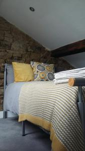 A bed or beds in a room at Delph Cottage
