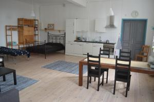 Een keuken of kitchenette bij Luxe vakantiehuis Värmland, Zweden