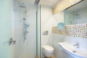 A bathroom at Socrates Plaza Hotel
